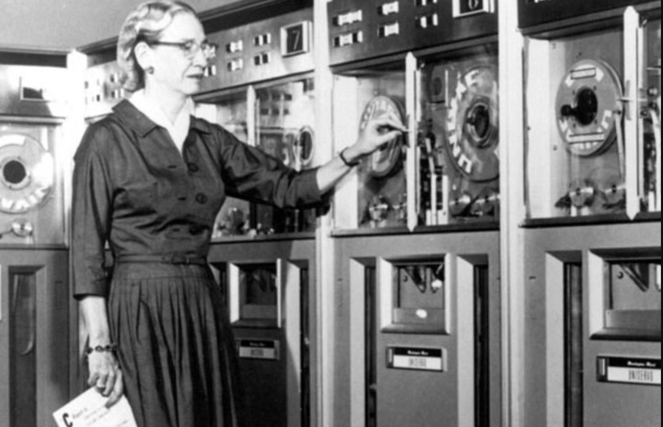 Grace Hopper creó el primer compilador de lenguaje