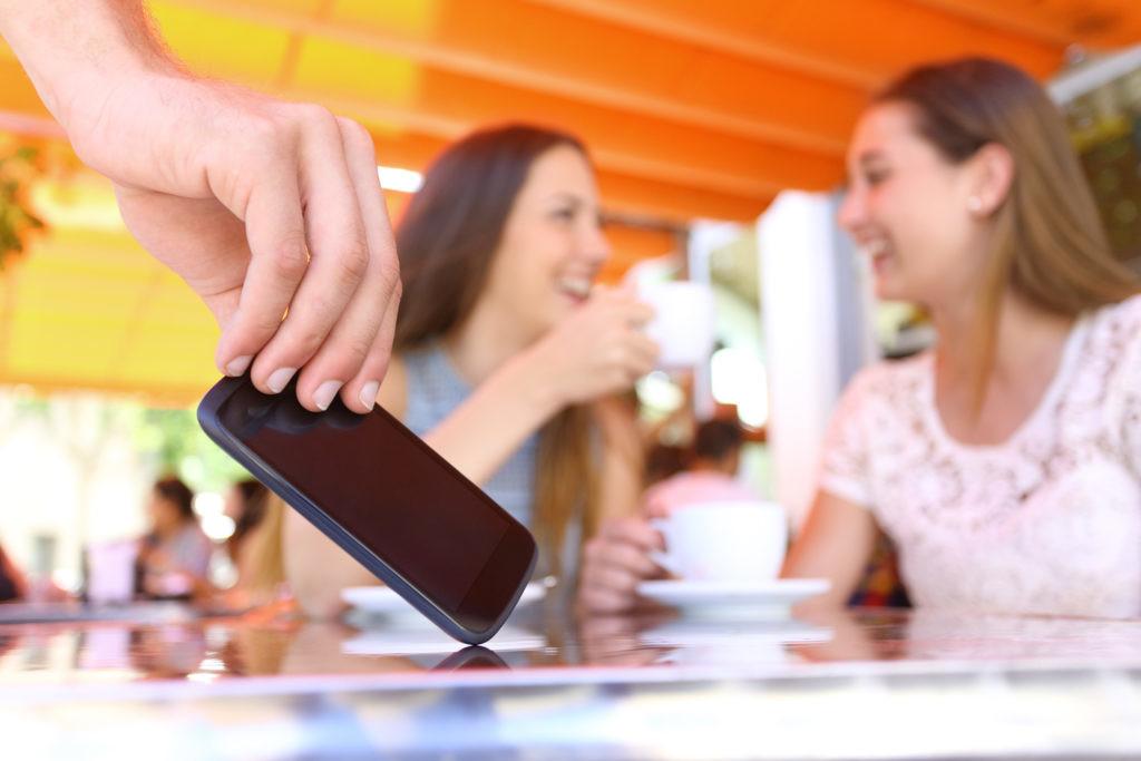 Terrazas de verano en Madrid: el escenario perfecto para el robo de móviles