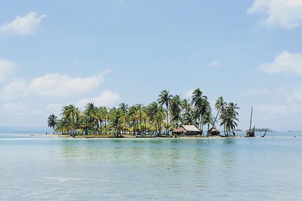 El pueblo Guna vive en la región de Guna Yala, famosa por sus islas.