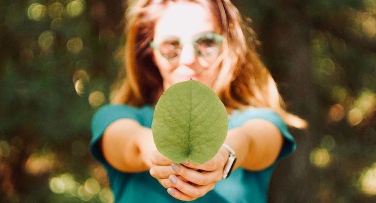 Cuatro webs en las que podrás encontrar marcas de moda sostenible.