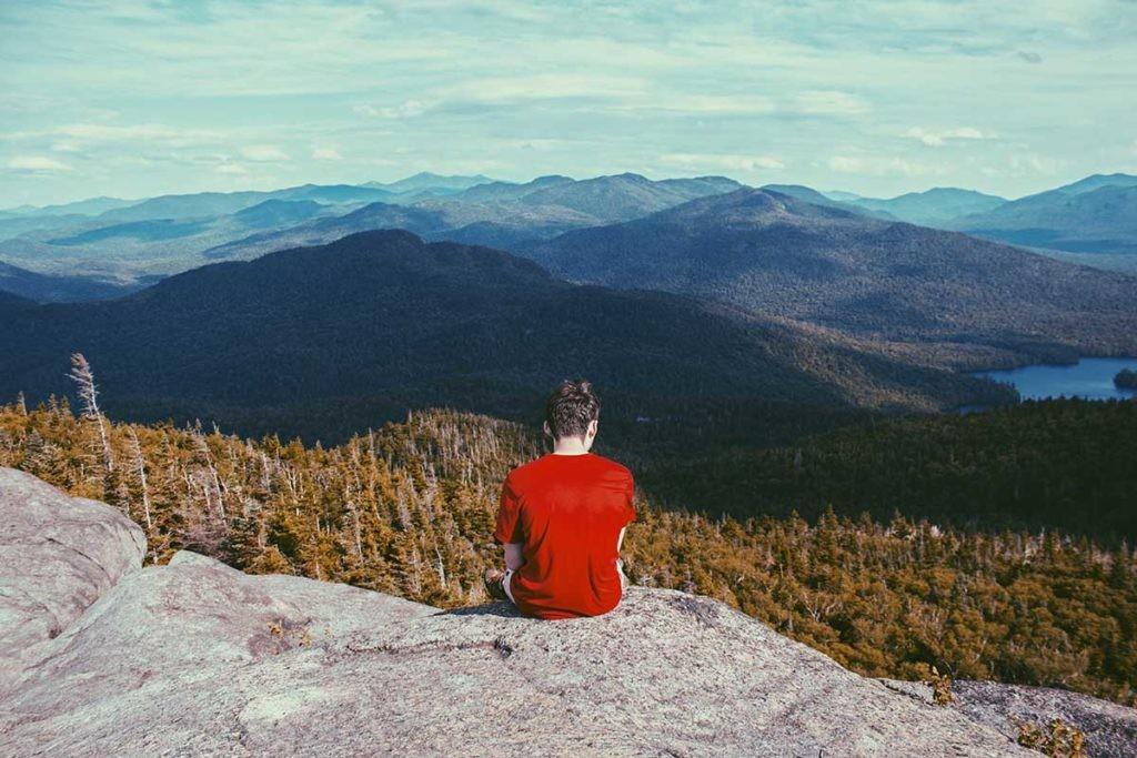 La solastalgia puede presentarse en forma de ansiedad, angustia o estrés.