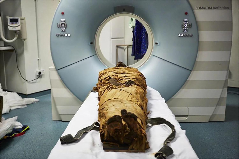 momia sacerdote egipcio