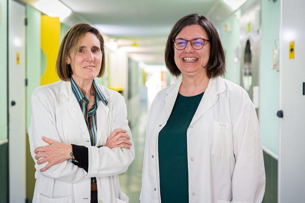 Isabel Sola y Sonia Zuniga, quien explica datos sobre el coronavirus