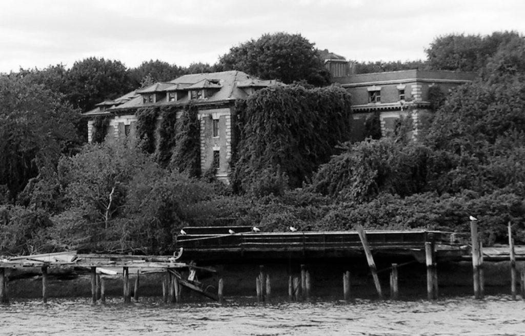 hospital de Riverside en ruinas