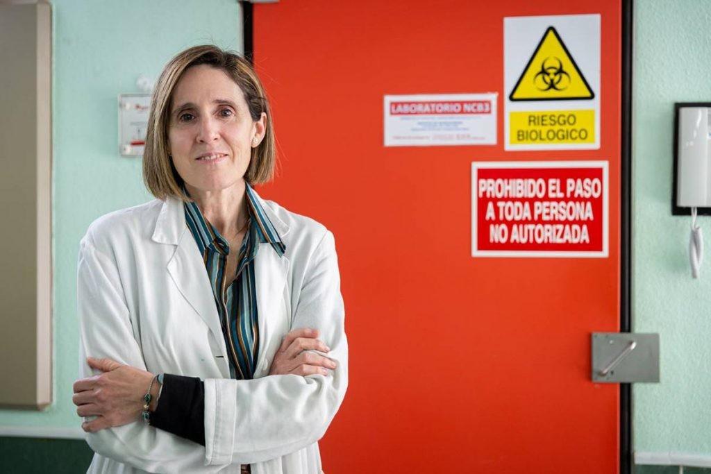 Isabel Sola dirige uno de los grupos que buscan la vacuna de la COVID-19