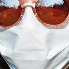 Diagnóstico del coronavirus por voz. Chica con mascarilla.