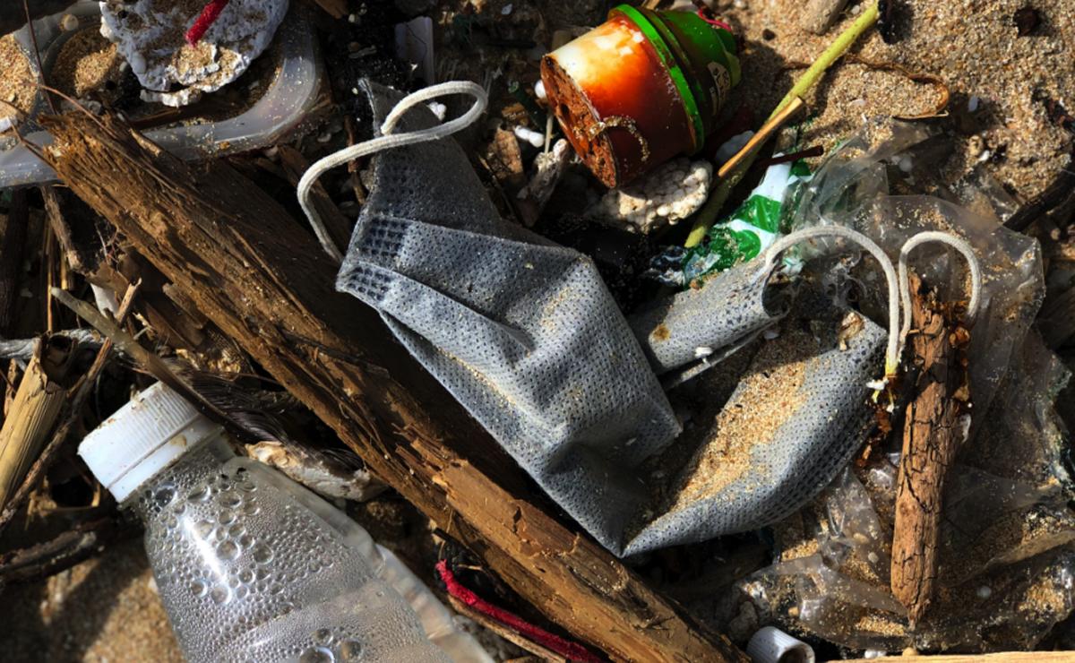mascarilla playa residuos
