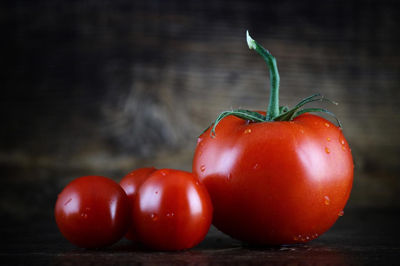 Piel y semilla de tomate para conservar mejor la carne de cerdo