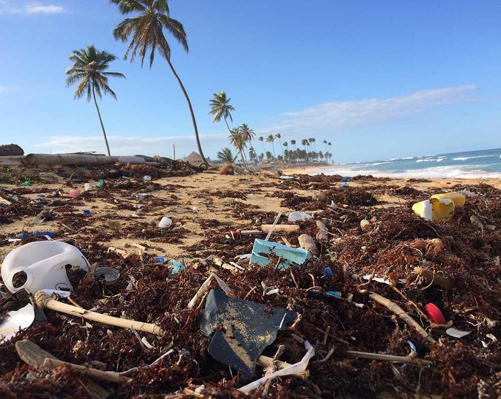 plásticos en las playas
