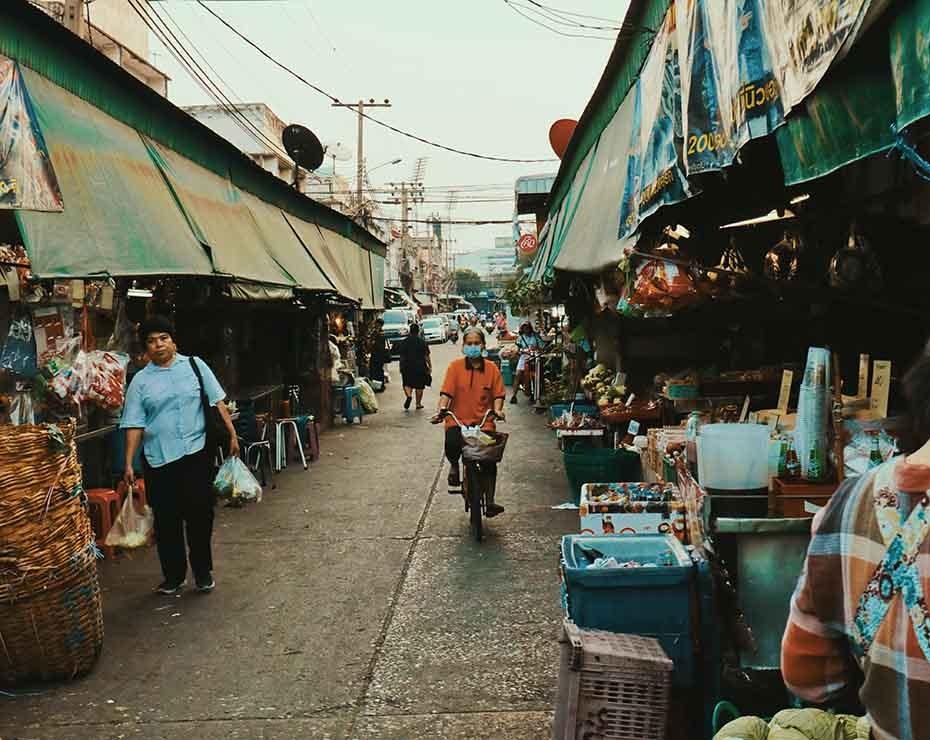 Durante años se han señalado los mercados húmedos asiáticos como potenciales focos de zoonosis.