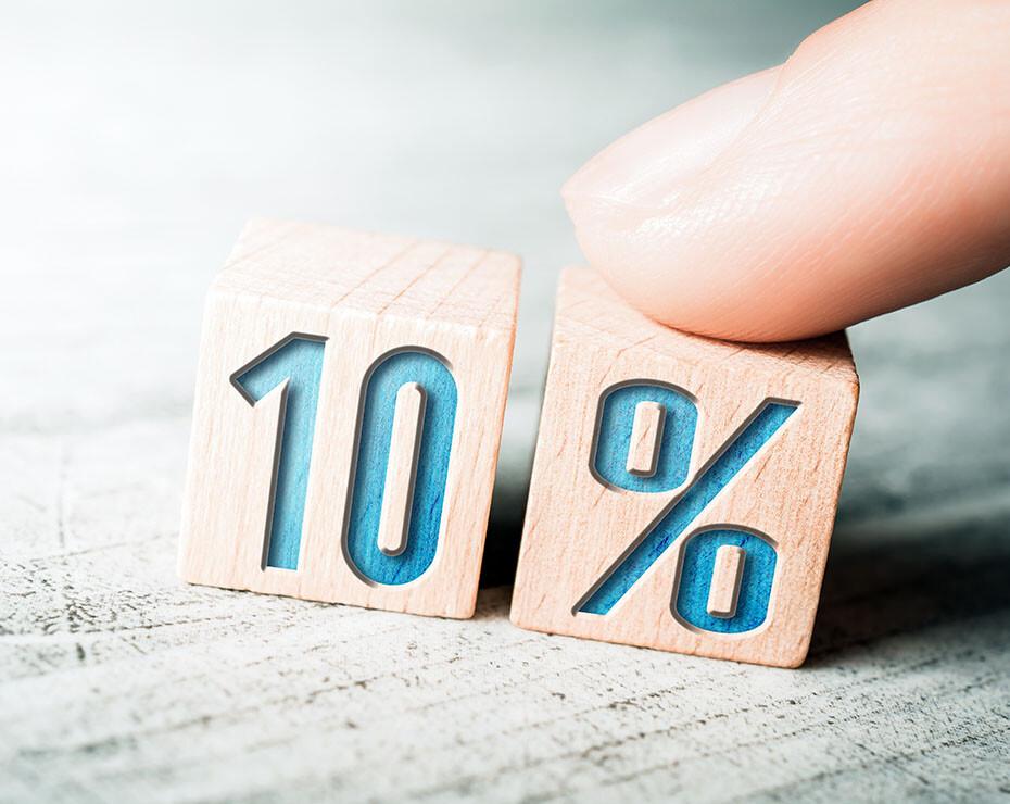 """cubos de madera donde se lee sobreimpreso """"10%"""""""