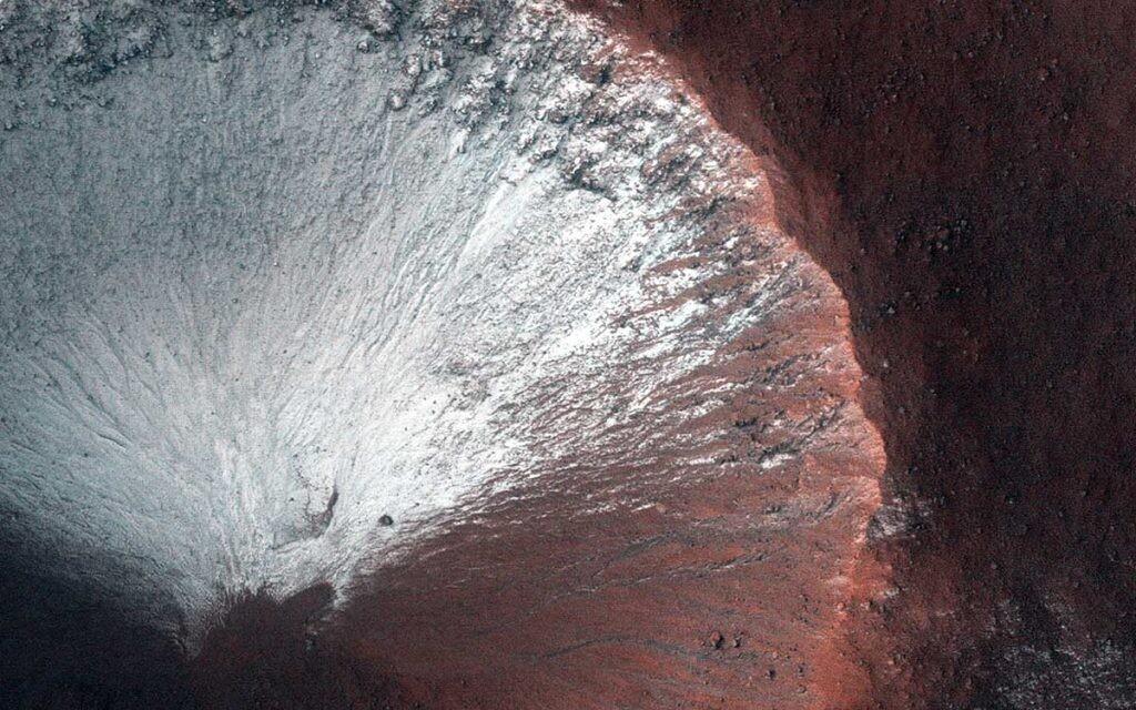 imagen de un cráter de Marte