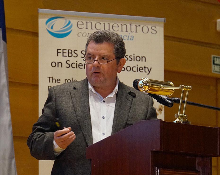 Antonio Diéguez, catedrático de Lógica y Filosofía de la Ciencia: «La separación entre ciencias y humanidades cada vez tiene menos sentido»