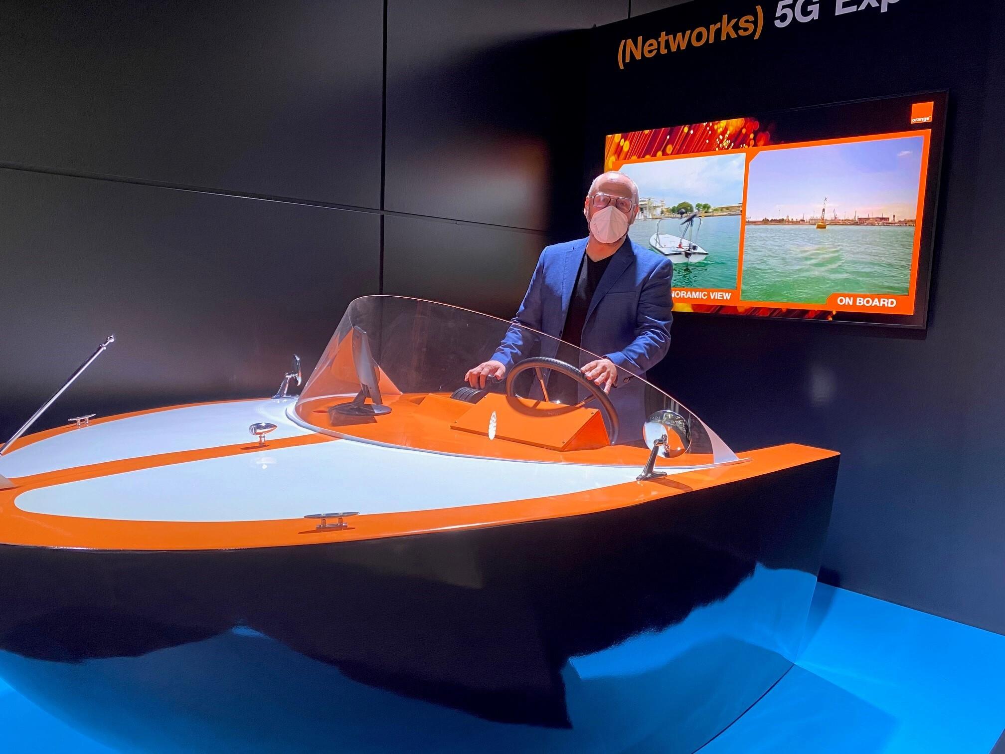 barco de orange en el Mobile World Congress