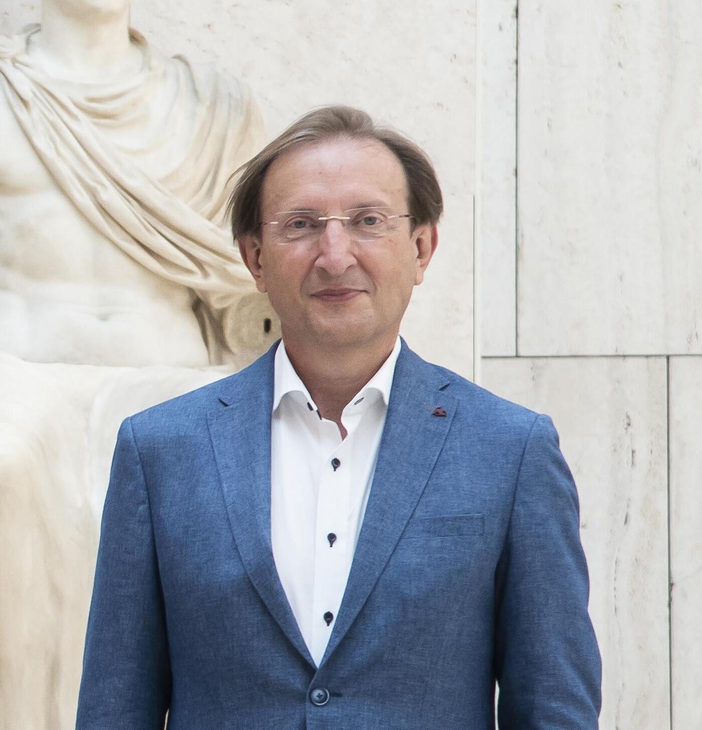 Carlos Simón Vallés. Microbiota del útero