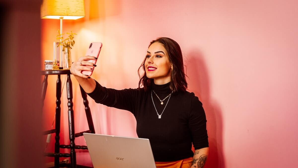las redes sociales distorsionan la realidad de tus selfies