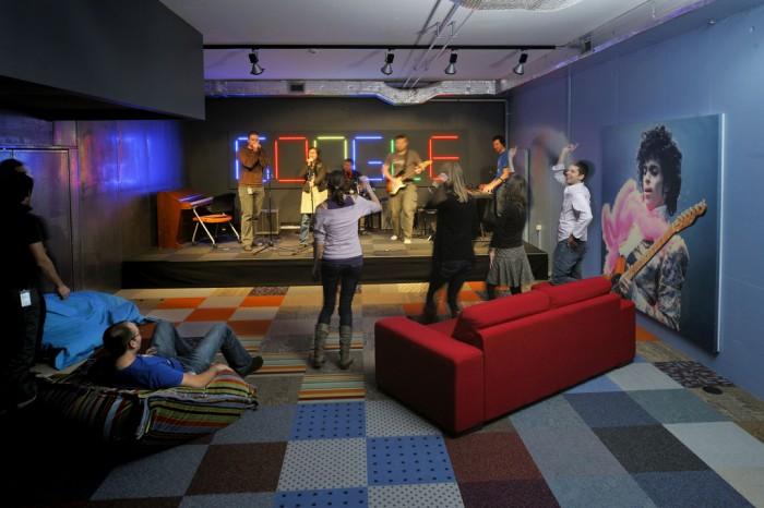 13 oficinas ultra tecnol gicas que te har n pensar que son for Decoracion de oficinas creativas