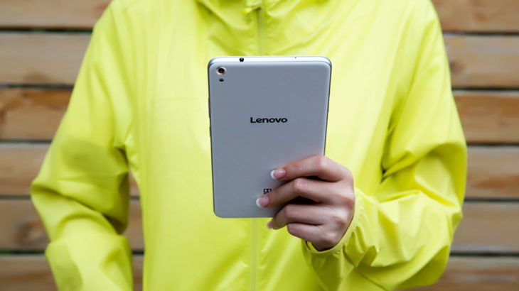 lenovo-smartphone-tablet-phab-lifestyle-white-back-view-2