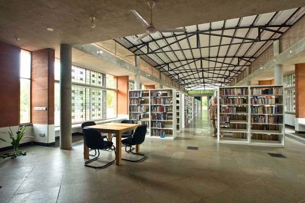 biblioteca central de auroville