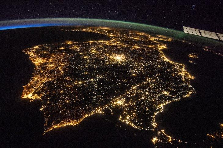 vista de la peninsula iberia desde el espacio