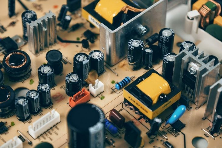 Cómo proteger tu portátil de problemas generados por la electricidad
