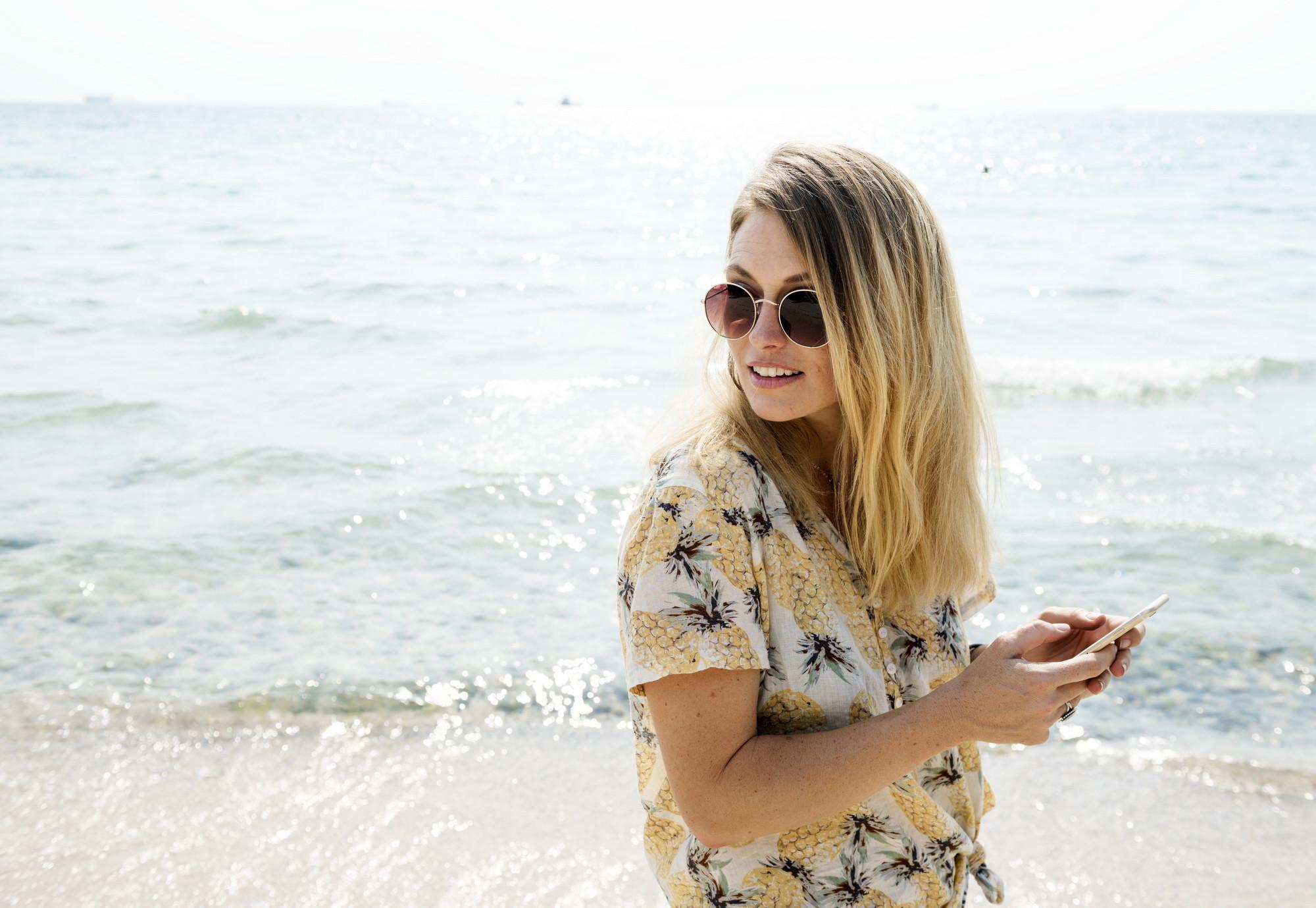 Cómo ver la pantalla de tu móvil al máximo de calidad en un día soleado