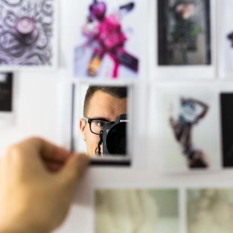 Cómo desenfocar caras y texto en Photoshop