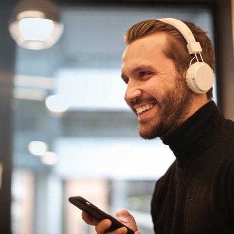 ¿Por qué mi teléfono no se conecta a dispositivos Bluetooth?