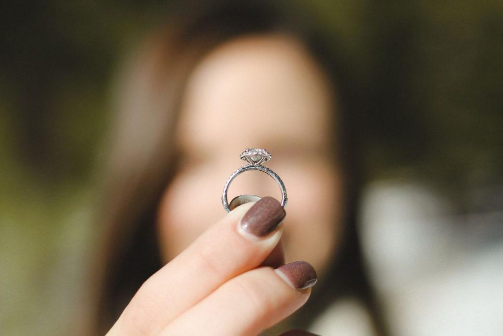 Muchos jóvenes señalan que comprarían diamantes sintéticos antes que diamantes naturales.