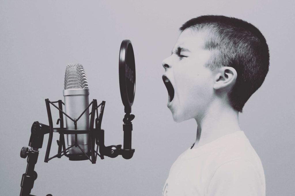 Entre los ejemplos de tecnología para dormir mejor destacan los dispositivos que neutralizan el ruido.