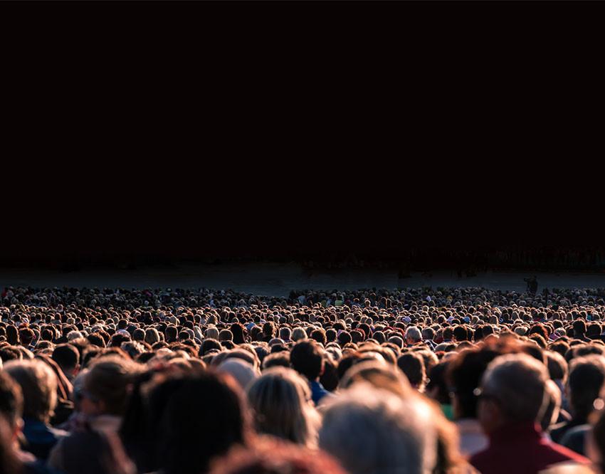 multitud aislada soledad