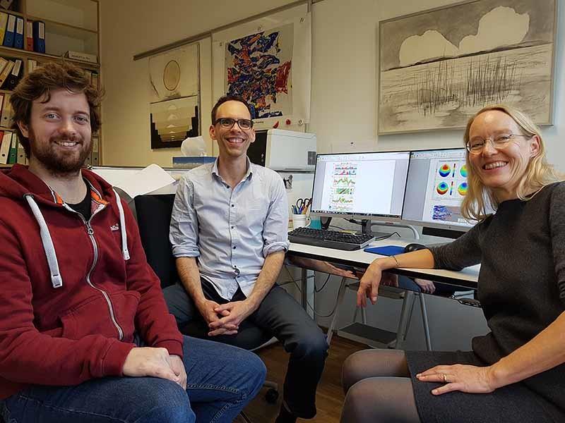 Investigadores que analizan cómo podemos aprender idiomas mientras dormimos.