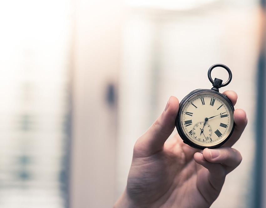 el tiempo sigue avanzando hacia delante no se puede viajar al pasado
