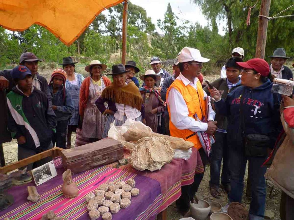 Entrevista en Radio ACLO, Bolivia, uno de los proyectos de 'Medios Indígenas'.