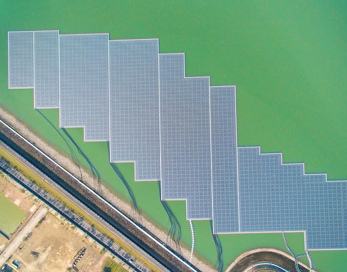 planta de energia fotovoltaica en lago