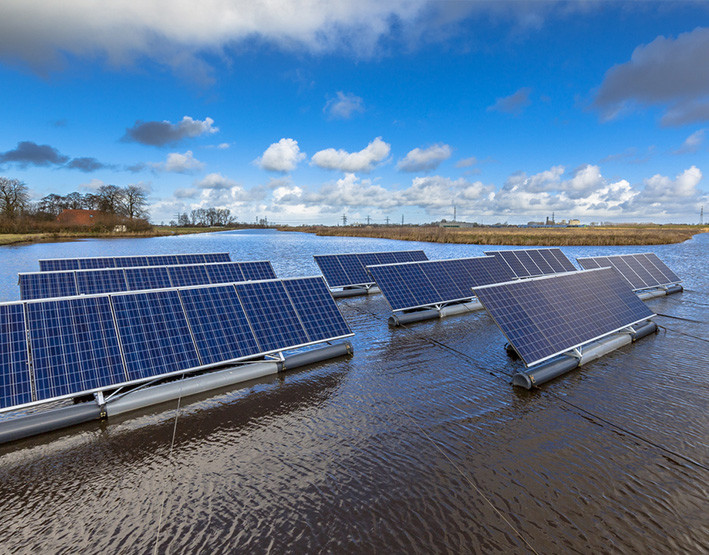 planta fotovoltaica sobre pantano central