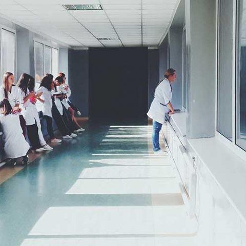 Impresión 3D frente al coronavirus: repasamos iniciativas que buscan satisfacer la demanda de los hospitales.