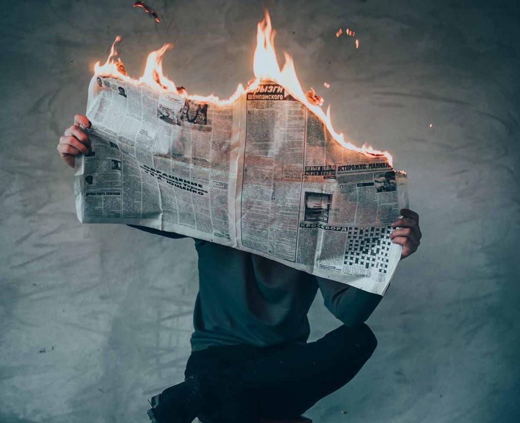 Existen extensiones para el navegador que permiten detectar bulos y noticias falsas.