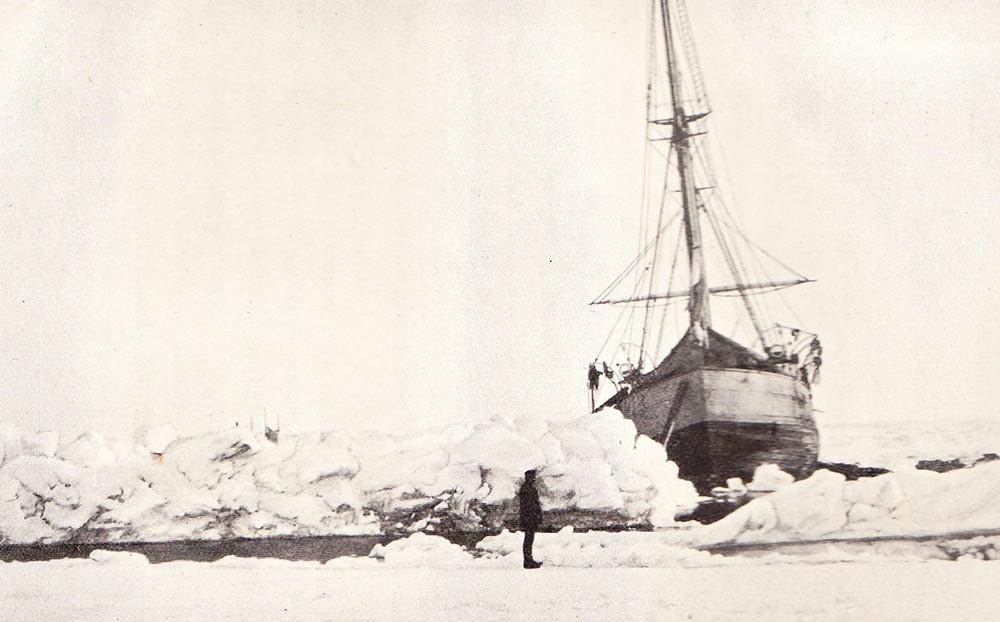 el Fram flotando en el hielo