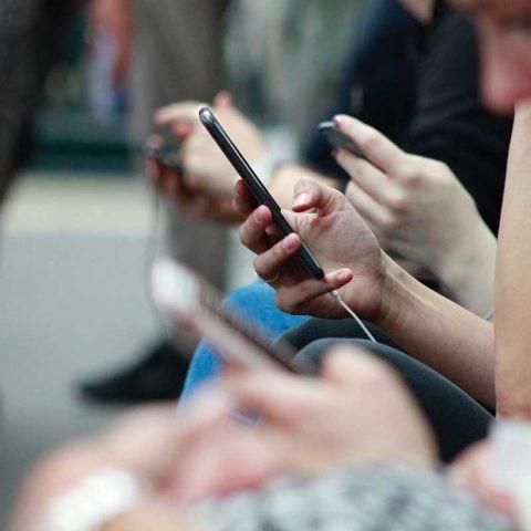 El 80% de las mujeres tiene acceso a teléfonos móviles a nivel mundial.
