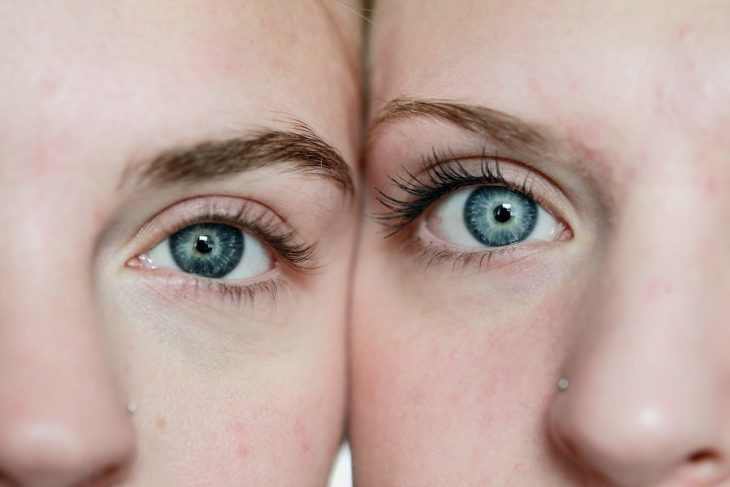 dos ojos azules
