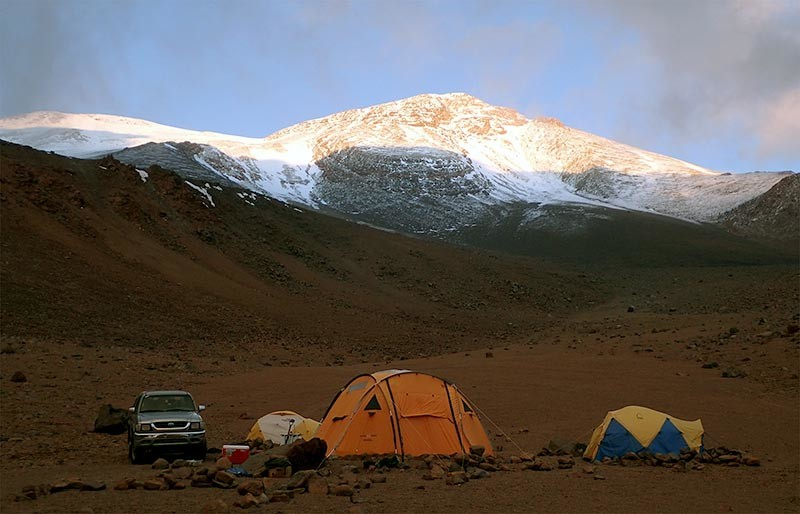 equipo de exploración en los Andes
