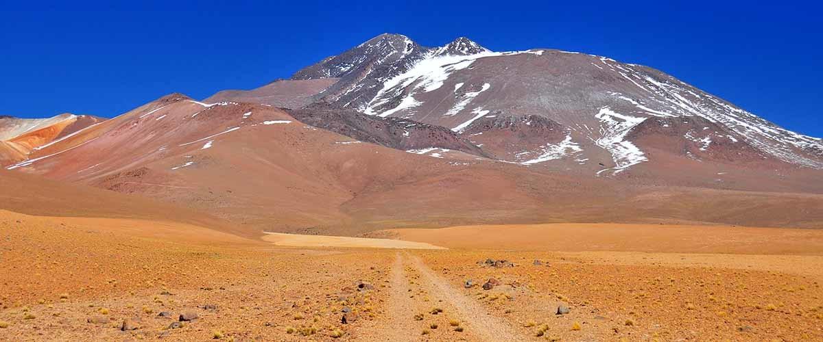 volcán en el altiplano andino del Atacama
