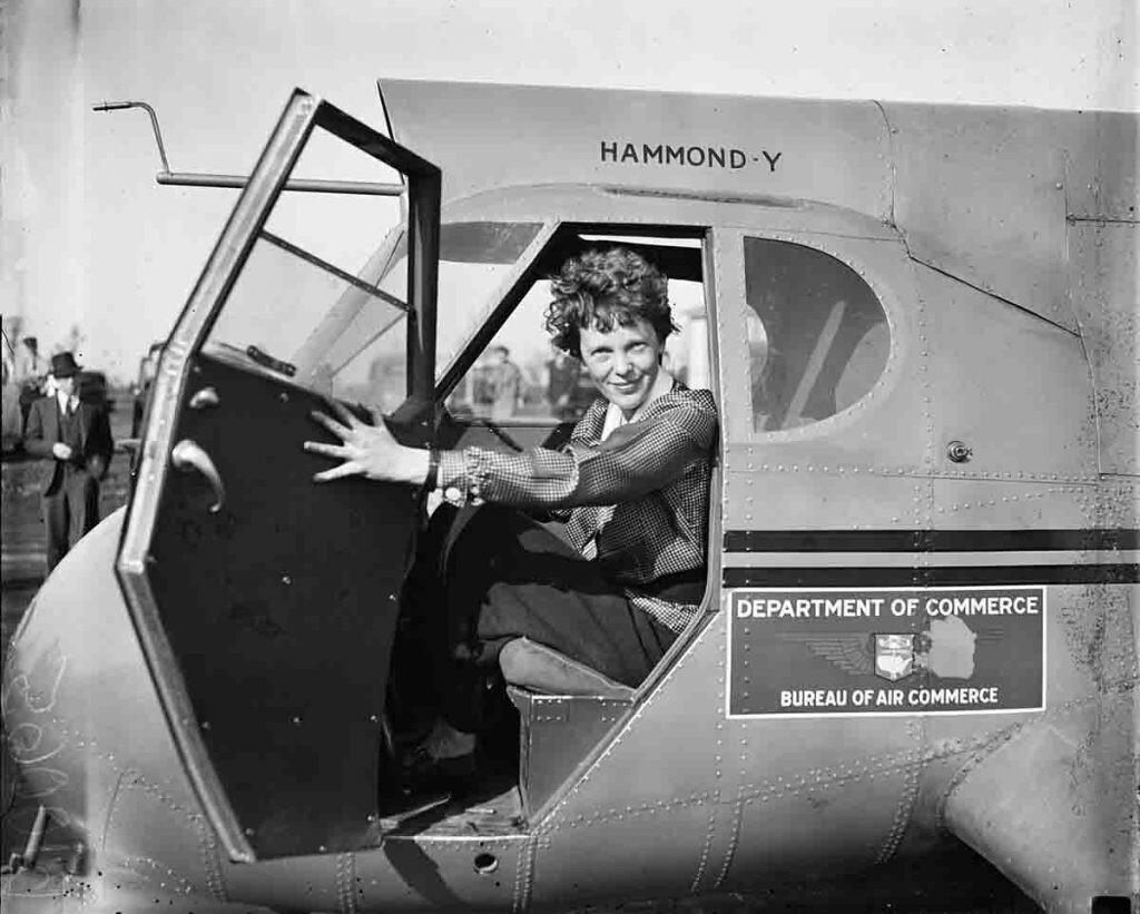 Amelia Earhart llevó a cabo numerosas iniciativas para facilitar el papel de la mujer en la aviación.