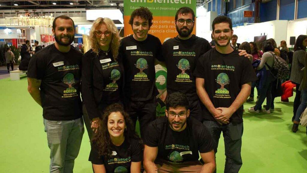 Àngels Sala junto a otros miembros del equipo de Ambientech.