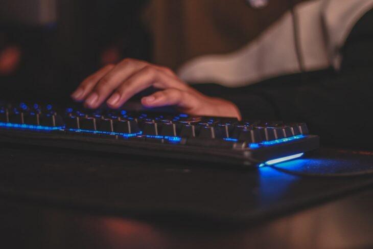 teclado ordenador iluminado