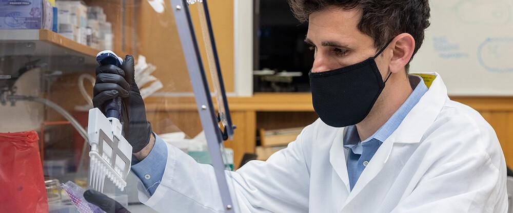 César de la Fuente, biotecnólogo