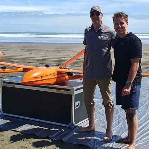 El proyecto neozelandés Māui63 busca mejorar la conservación de los delfines Maui gracias a drones dotados con inteligencia artificial.
