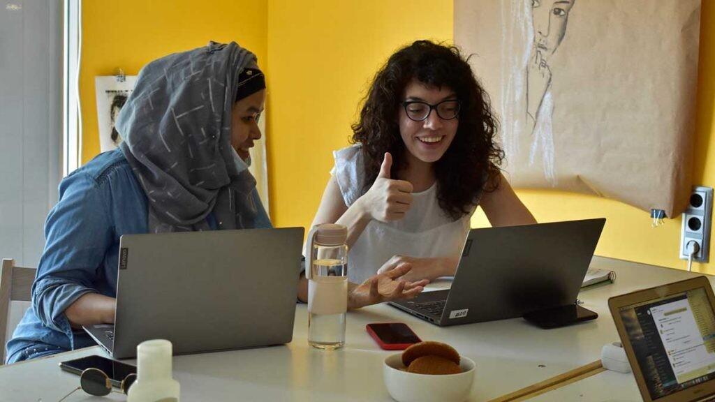 CodeWomen es un programa en el que se tratan los retos que las mujeres tienen en el mundo de la tecnología.