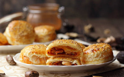 Receta de pastelitos de hojaldre rellenos de gambas cajún: una combinación exquisita y delicada